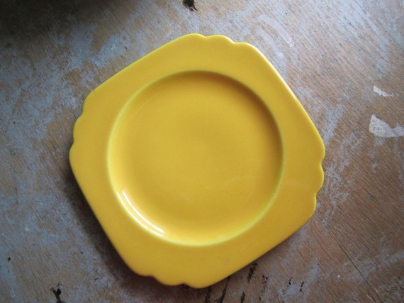 Square yellow saucer